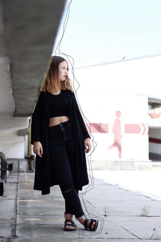 Das tolle beim Bloggen ist, dass man sehr SCHNELL uns sehr EINFACH NETTE LEUTE KENNENLERNEN kann. Ich erzähle euch, wie das zwischen mir und Kaj von kaluediary abgelaufen ist und zeige euch mein All over black Outfit. Schaut euch den Post unbedingt an! |Hermine on walk | Fashion | Clean Outfit